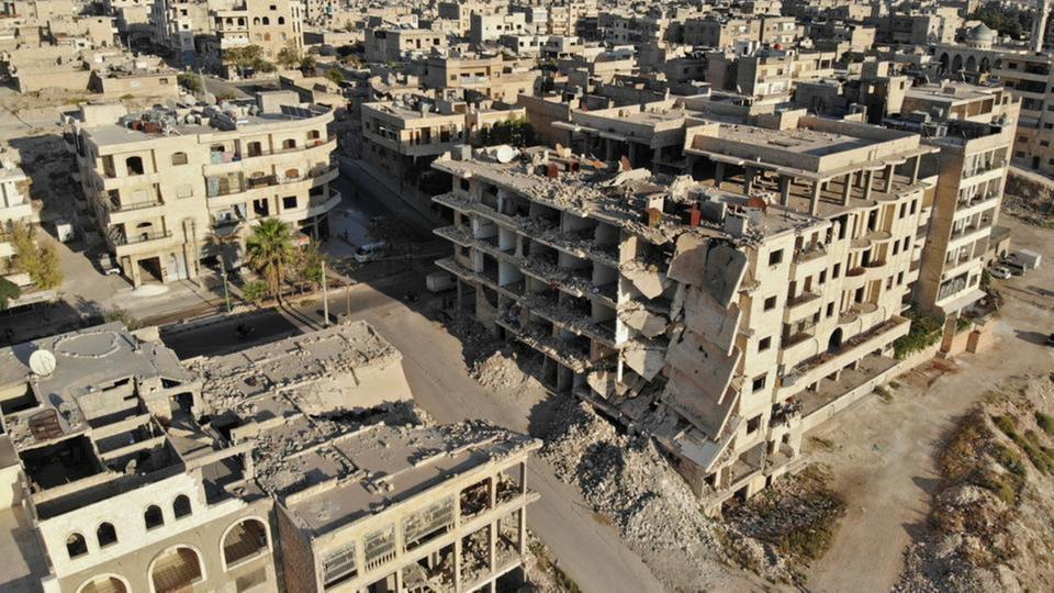 إدلب.. مقتل وجرح العشرات جراء قصف النظام ومجزرة في جسر الشغور style=