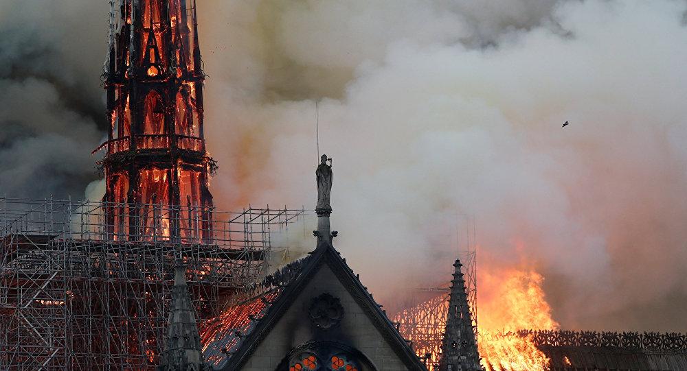 سيدة باريس التي احترقت تُشعل ذاكرة المشرق في حريق الأموي والأقصى style=