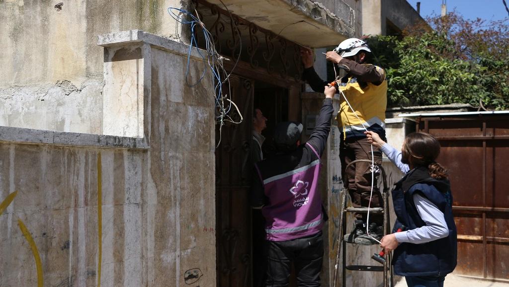 """""""خليها مضواية"""": حملة لإنارة شوارع إدلب بهدف تعزيز الأمن style="""
